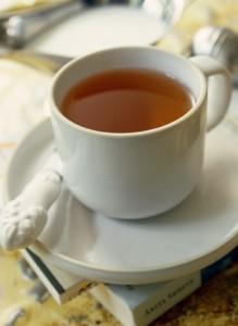 Viel Flüssigkeit spült Harnsäure aus dem Körper. Tee unterstützt dabei besonders. gefunden auf: https://www.was-ist-gicht.de/ernaehrung.html